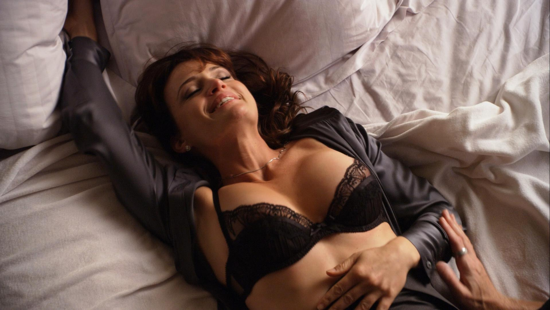 Carla Gugino sexy, Addison Timlin sexy - Californication s04e12 (2011)