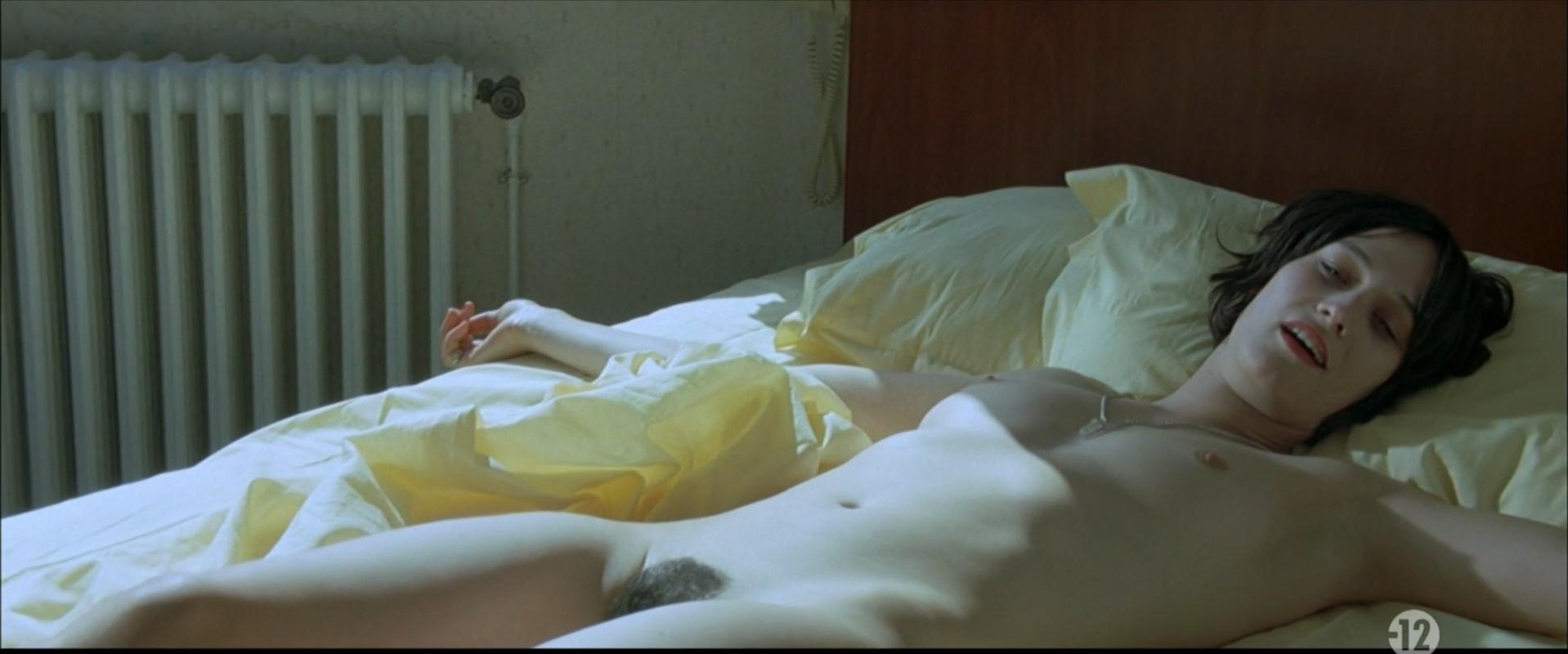 Clotilde Hesme nude - Les derniers jours du monde (2009)
