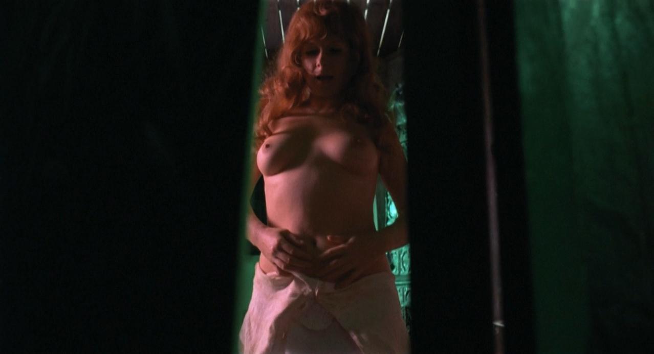 Halina Kowalska nude, Bozena Adamek nude - Sanatorium pod klepsydra (1973)