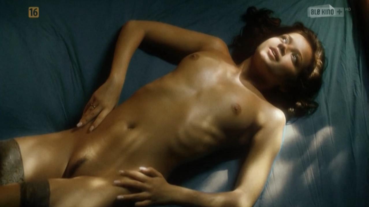 Anna Przybylska nude, Ewa Kasprzyk nude, Katarzyna Paskuda nude, Aleksandra Kisio nude - Kariera Nikosia Dyzmy (2002)