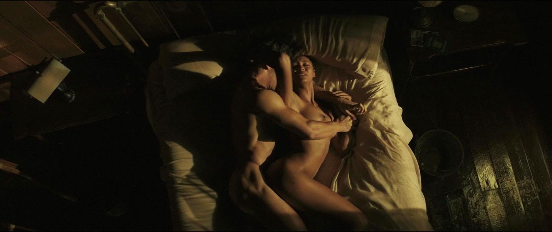 Berta Vazquez nude - Palmeras en la nieve (2015)