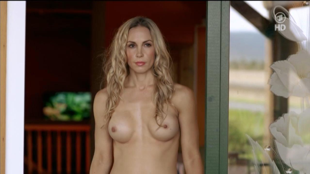 Michelle Monballijn nude - Tatort s01e929 (2015)