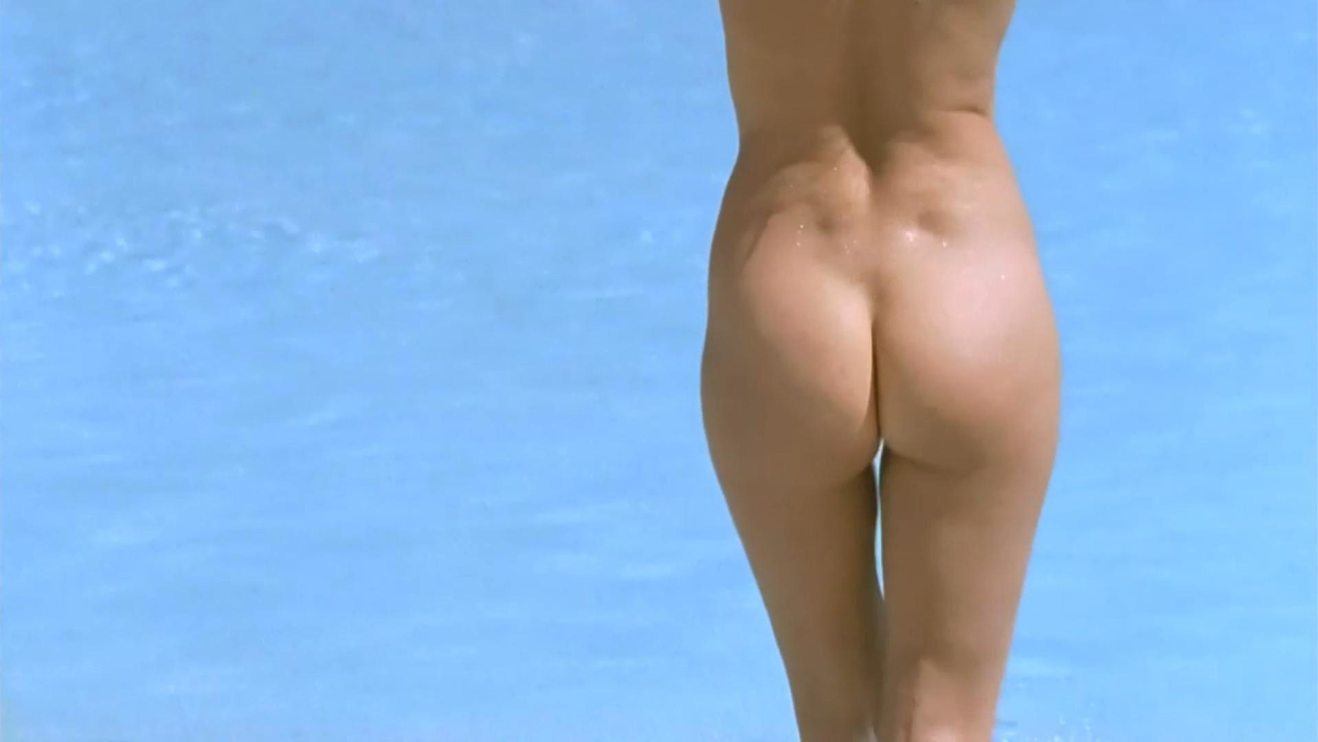 Helena Noguerra nude - Mafiosa s03e07 (2010)
