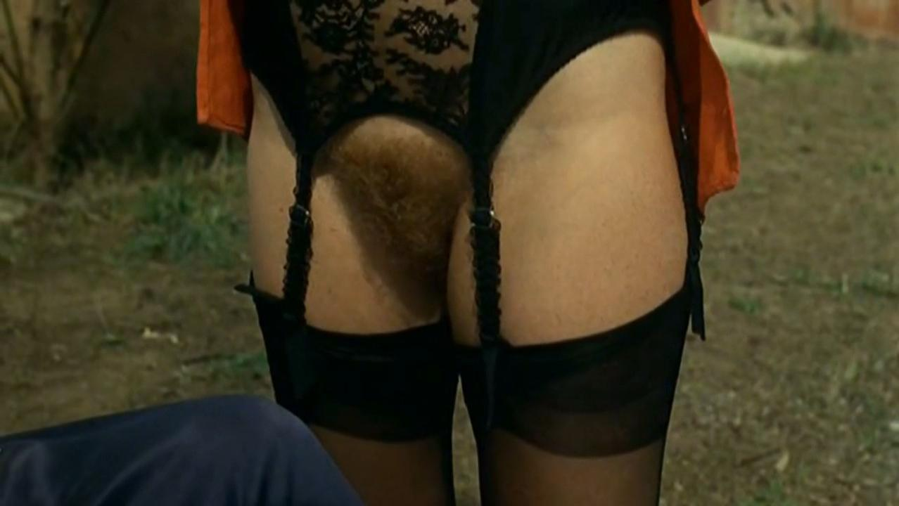 Isabelle Huppert nude, Hanna Schygulla nude - Storia di Piera (1983)