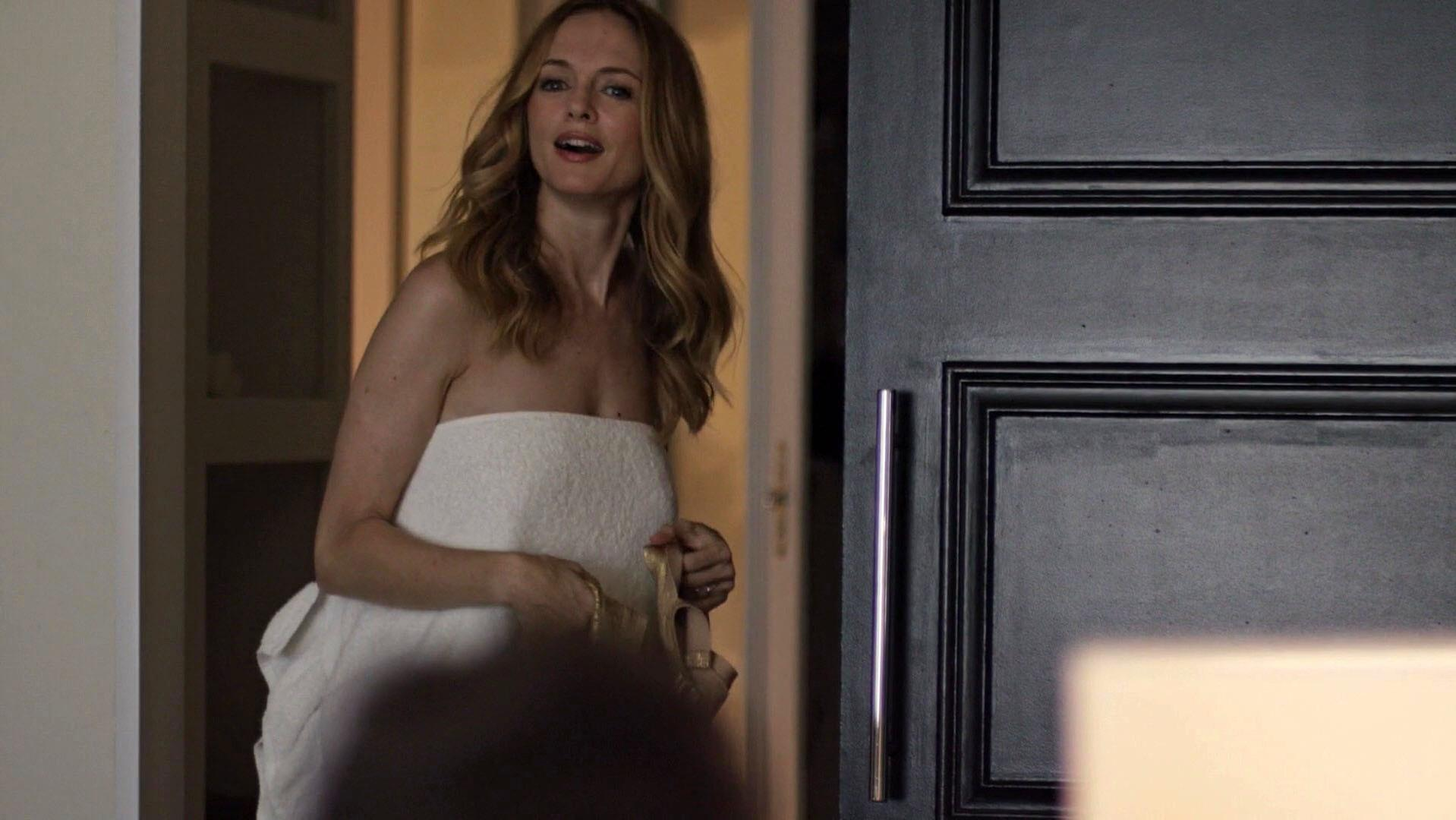 Heather Graham sexy - Flaked s01e03 (2016)