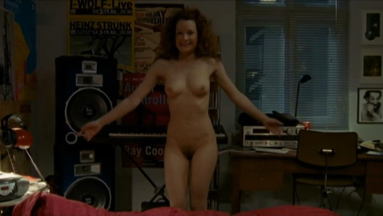 Lilian Naumann nude - Oben ohne s01e02 (2007)