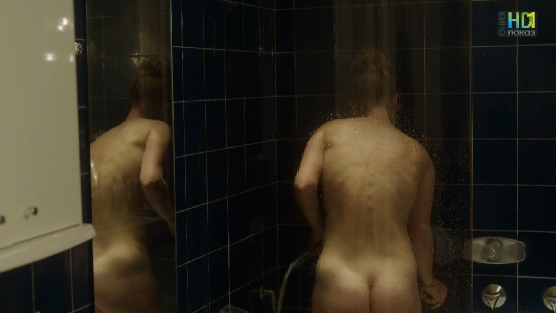 Gaelle Bona nude - Bleu catacombes (2013)