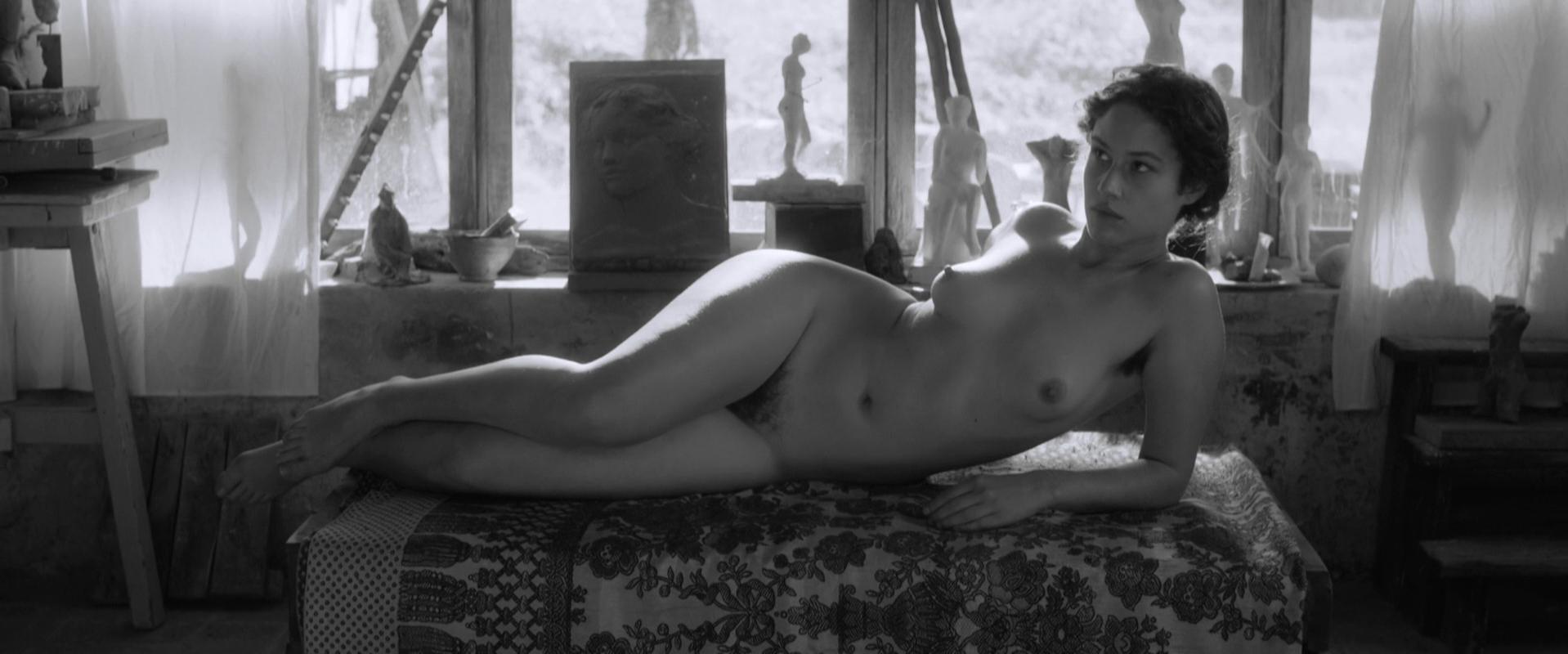 Aida Folch nude - El artista y la modelo (2012)