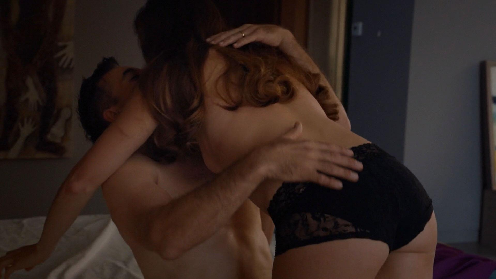 Amanda Righetti sexy - Colony s01e07 (2016)