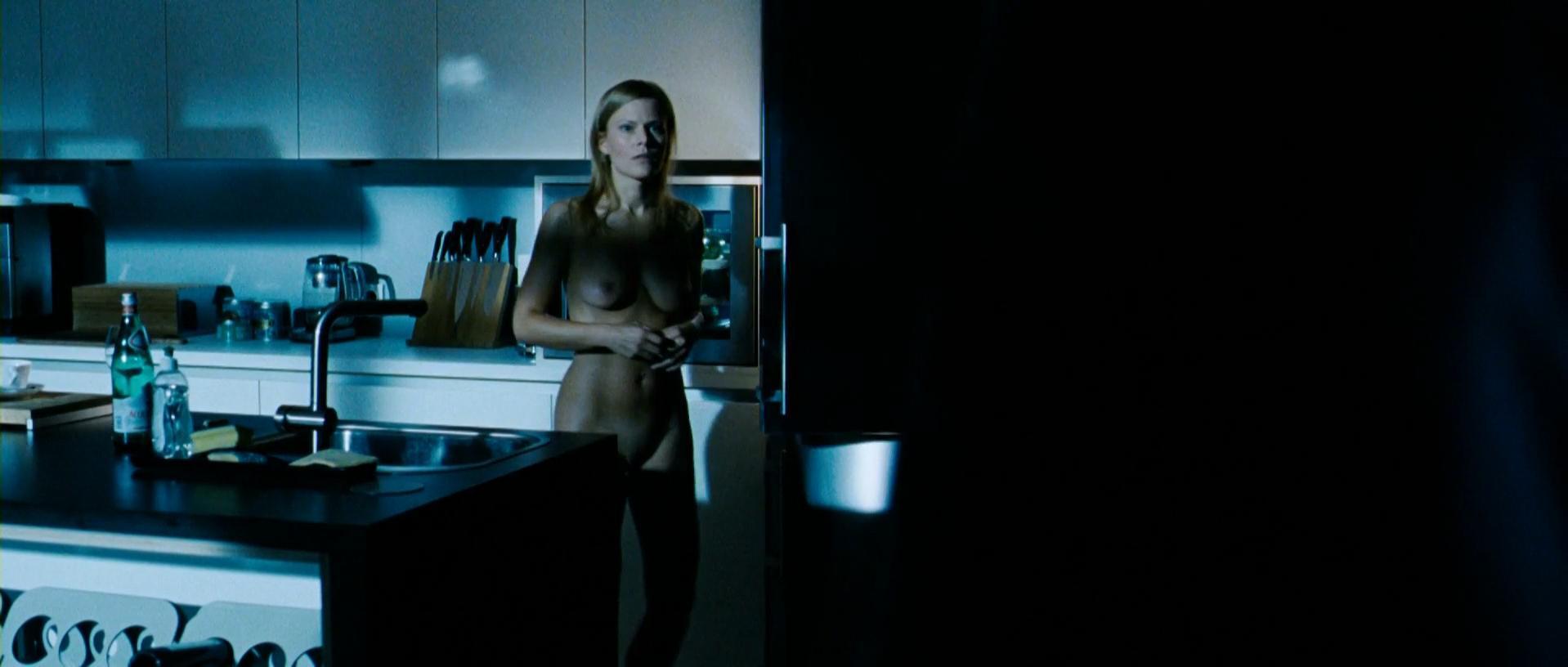 Noemi Besedes nude - Mann tut was Mann kann (2012)