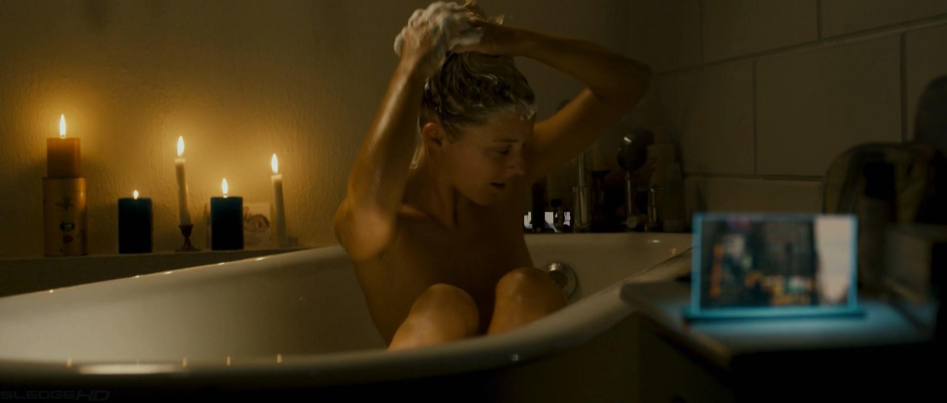 Bernadette Heerwagen nude - Die kommenden Tage (2010)