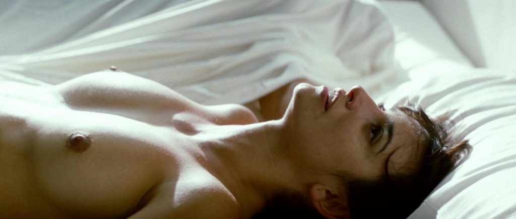 Penelope Cruz nude - Broken Emunderwearces (2009)