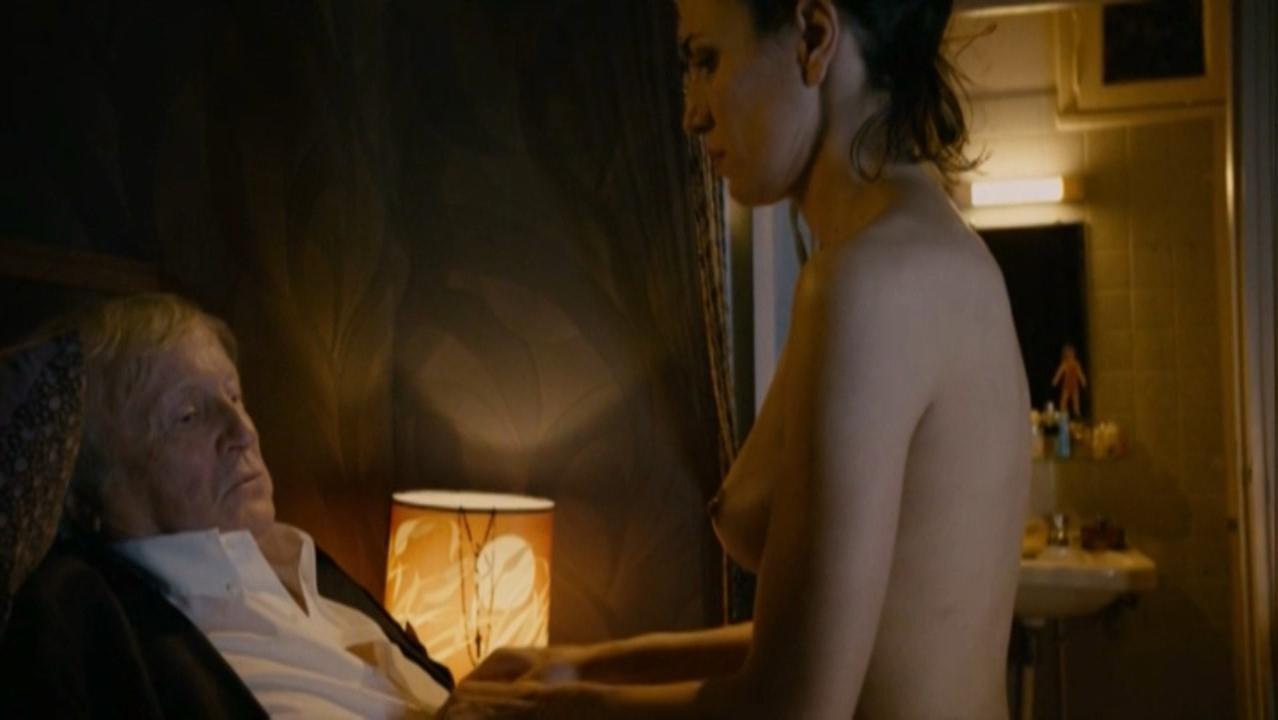 Camino Texeira nude - Et si on vivait tous ensemble (2011)