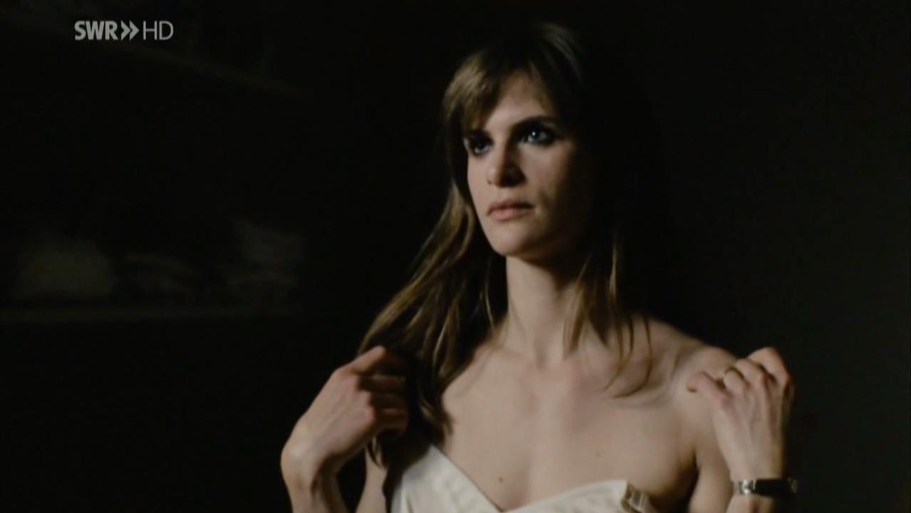 Lena Lauzemis nude - Wer wenn nicht wir (2011)
