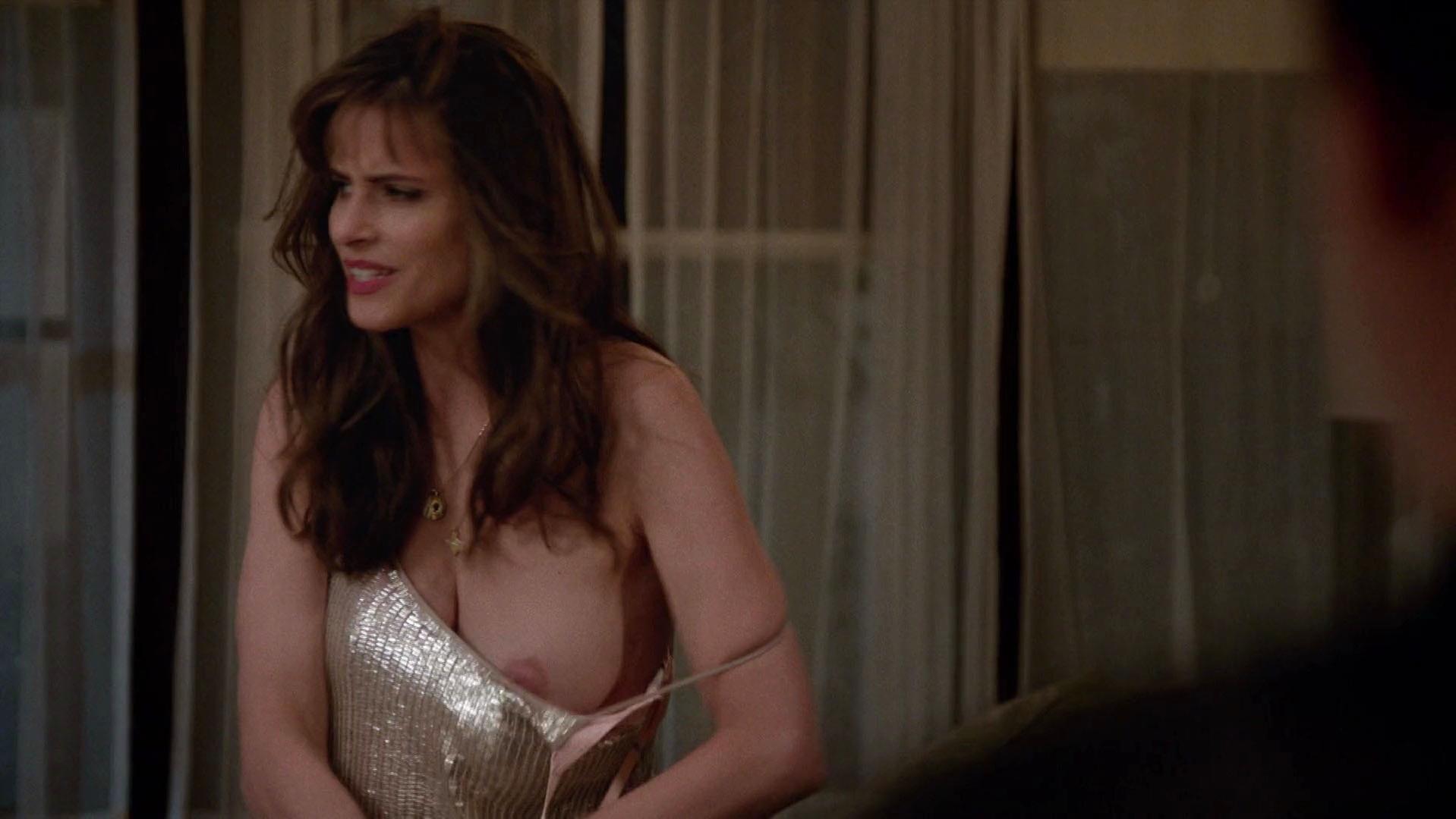 Nude Video Celebs  Amanda Peet Nude - Togetherness S02E02 -9071