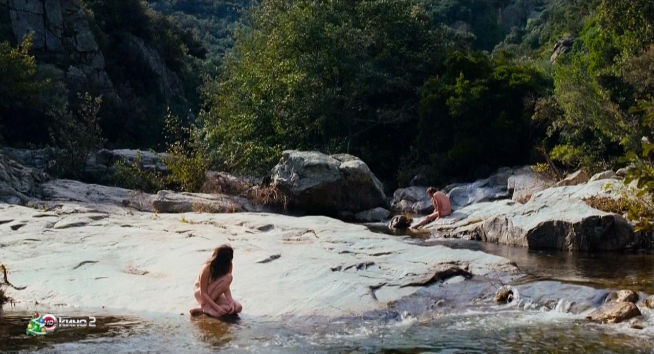Pauline Etienne nude - Paradis perdu (2012)