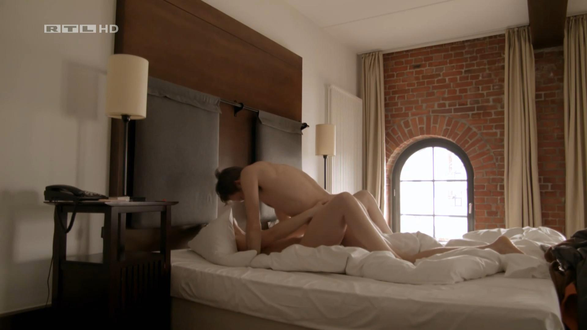Luise Baehr nude - Manner! Alles auf Anfang s01e05 (2015)