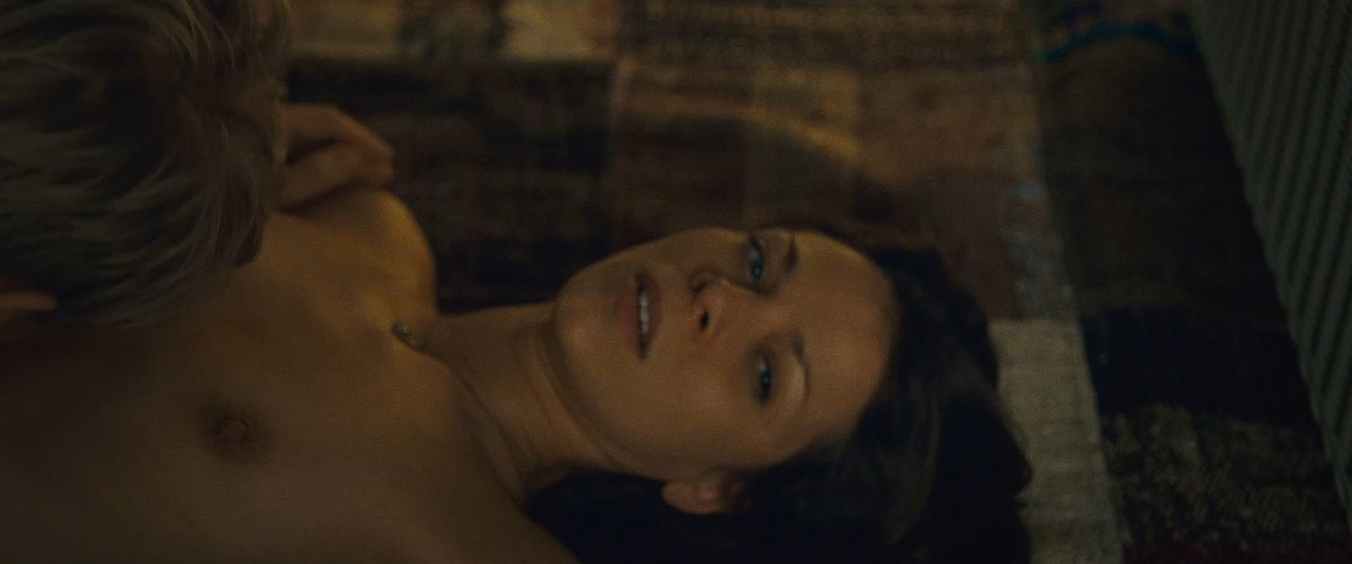 Jessica Schwarz nude - Adieu Paris (2013)