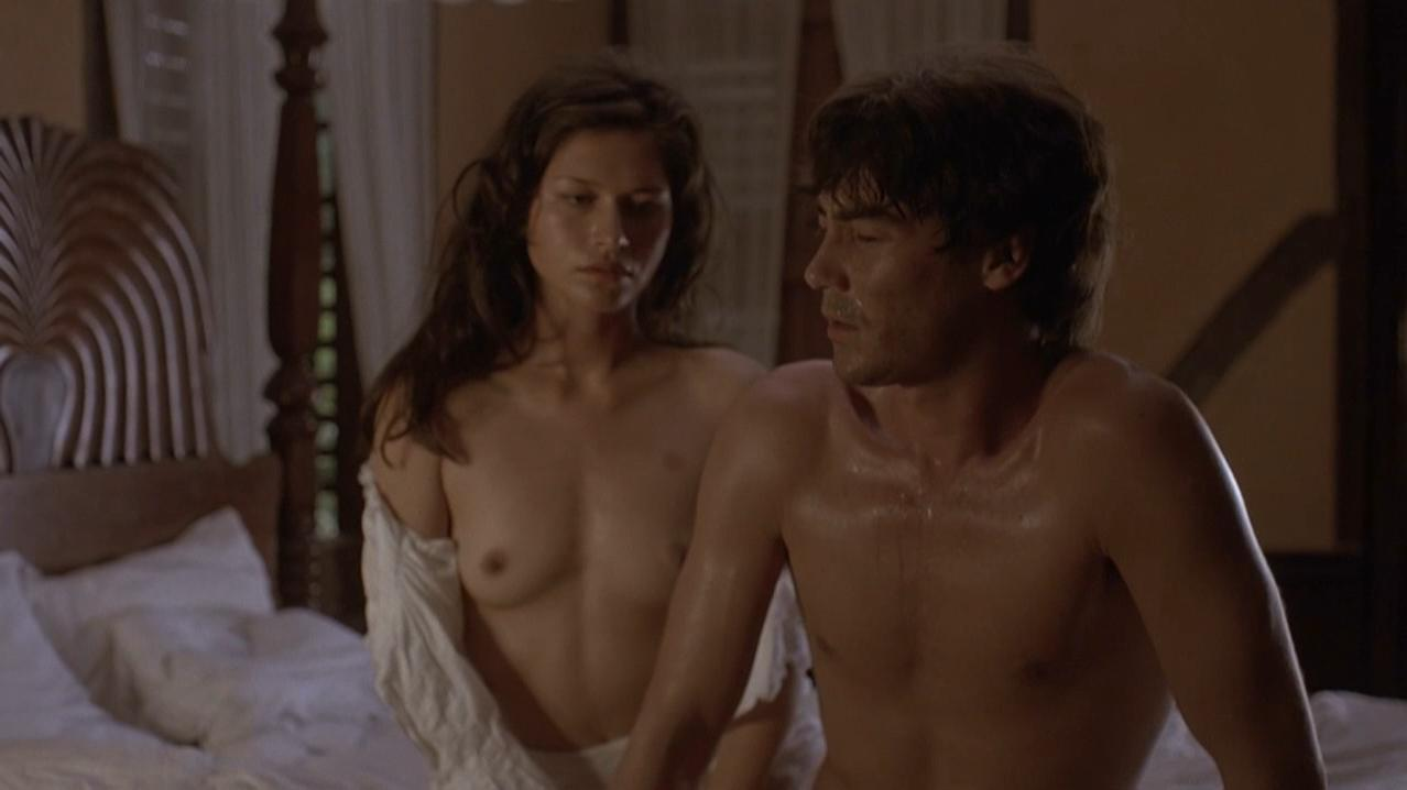 naked women sleepong together