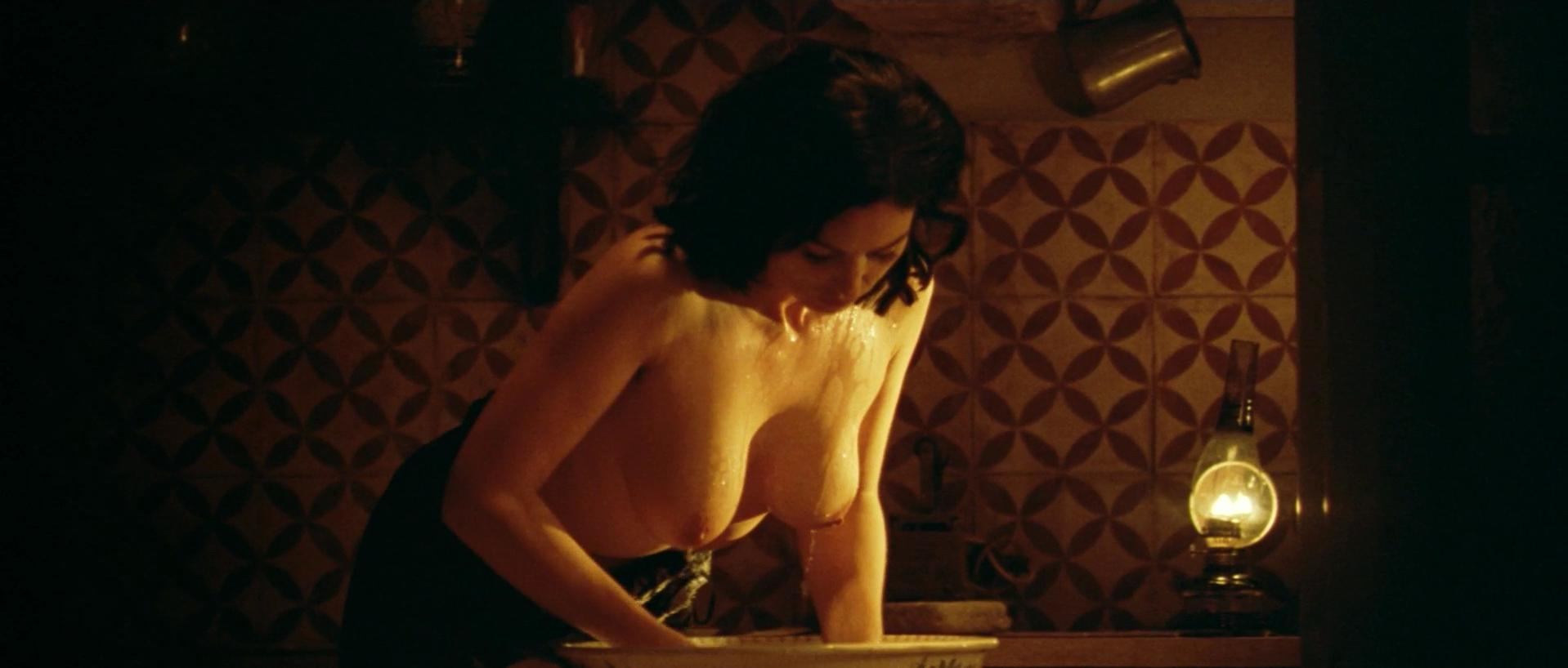 Monica bellucci nude hot malena photos 795