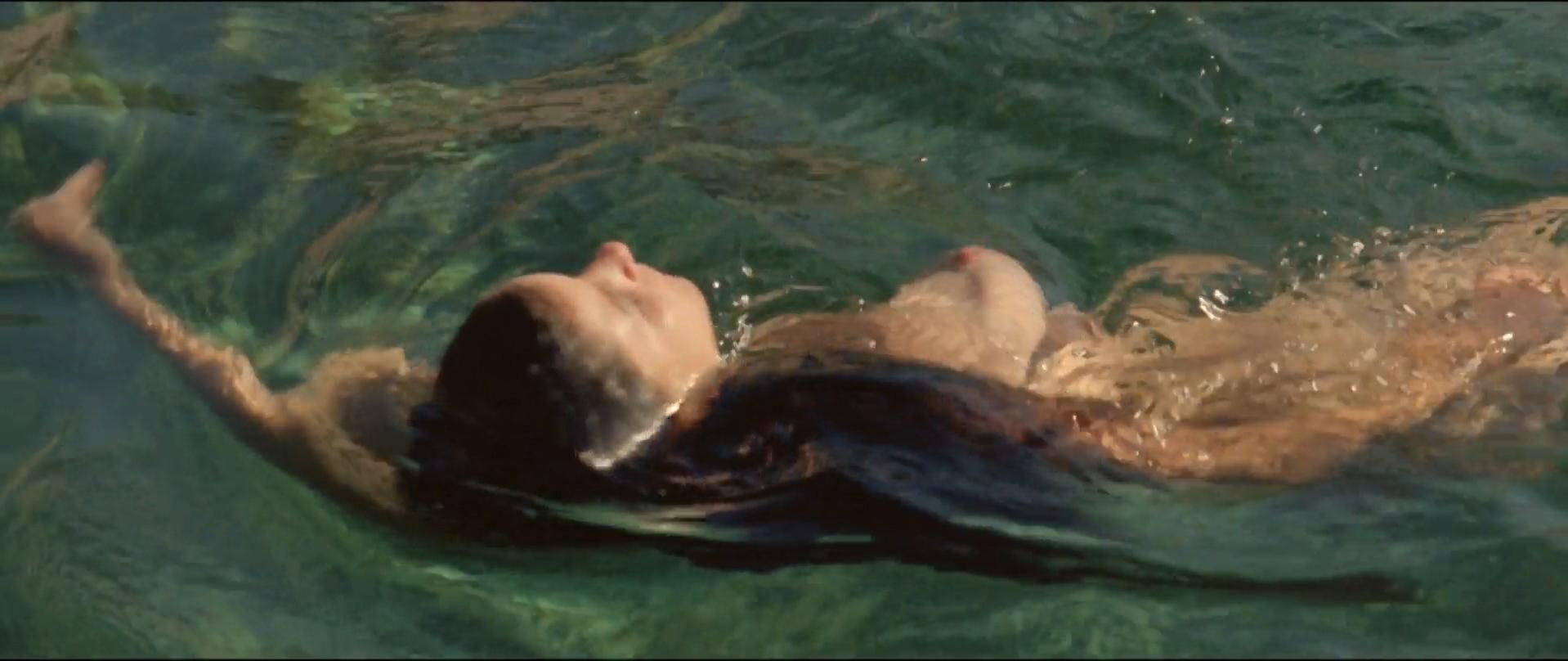 Crista Alfaiate nude - As Mil e Uma Noites Volume 3, O Encantado (2015)
