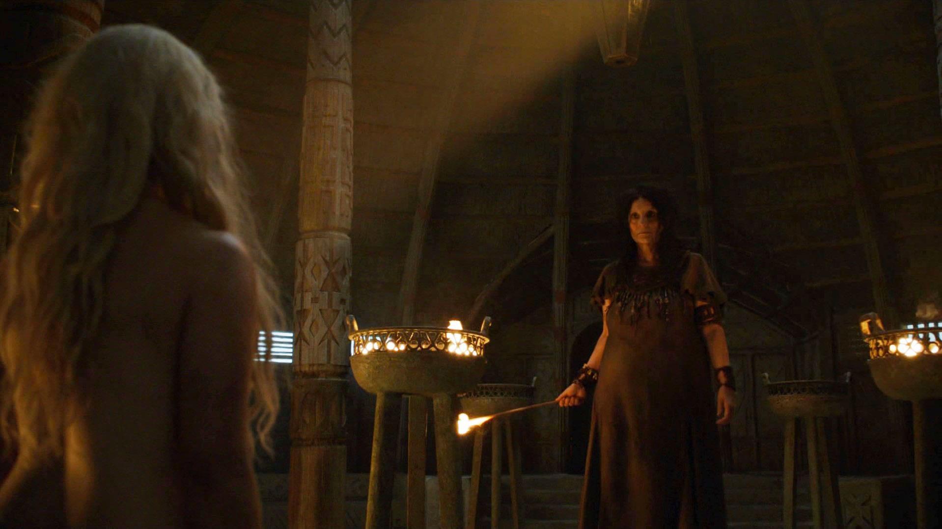 Emilia Clarke sexy - Game of Thrones s06e03 (2016)