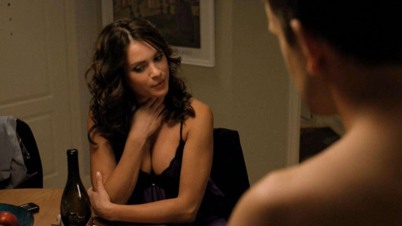 Danneel Ackles sexy - Friends with Benefits s01e02 (2011)