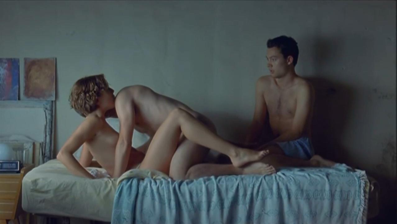 Adriana Ugarte nude - Castillos de carton (2009)