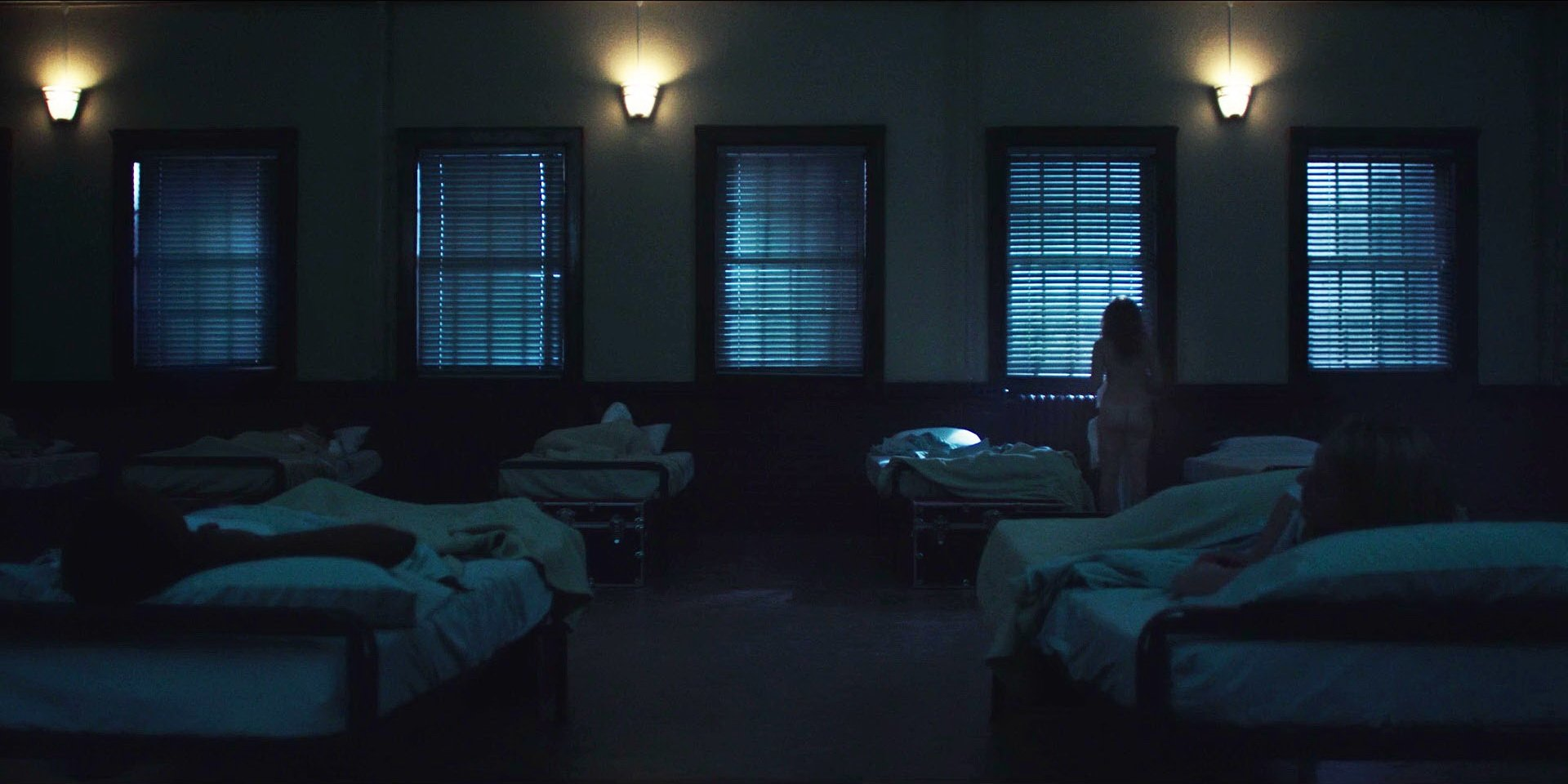 Madeline Brewer - The Handmaid's Tale s01e01 (2017)