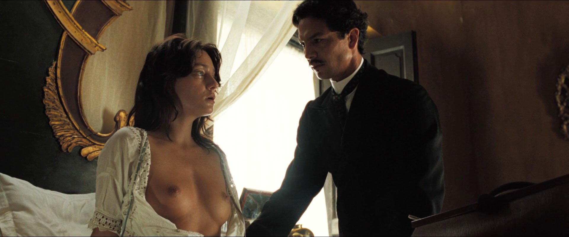 Giovanna Mezzogiorno nude, Angie Cepeda sexy, Ana Claudia Talancon nude - Love in the Time of Cholera (2007)