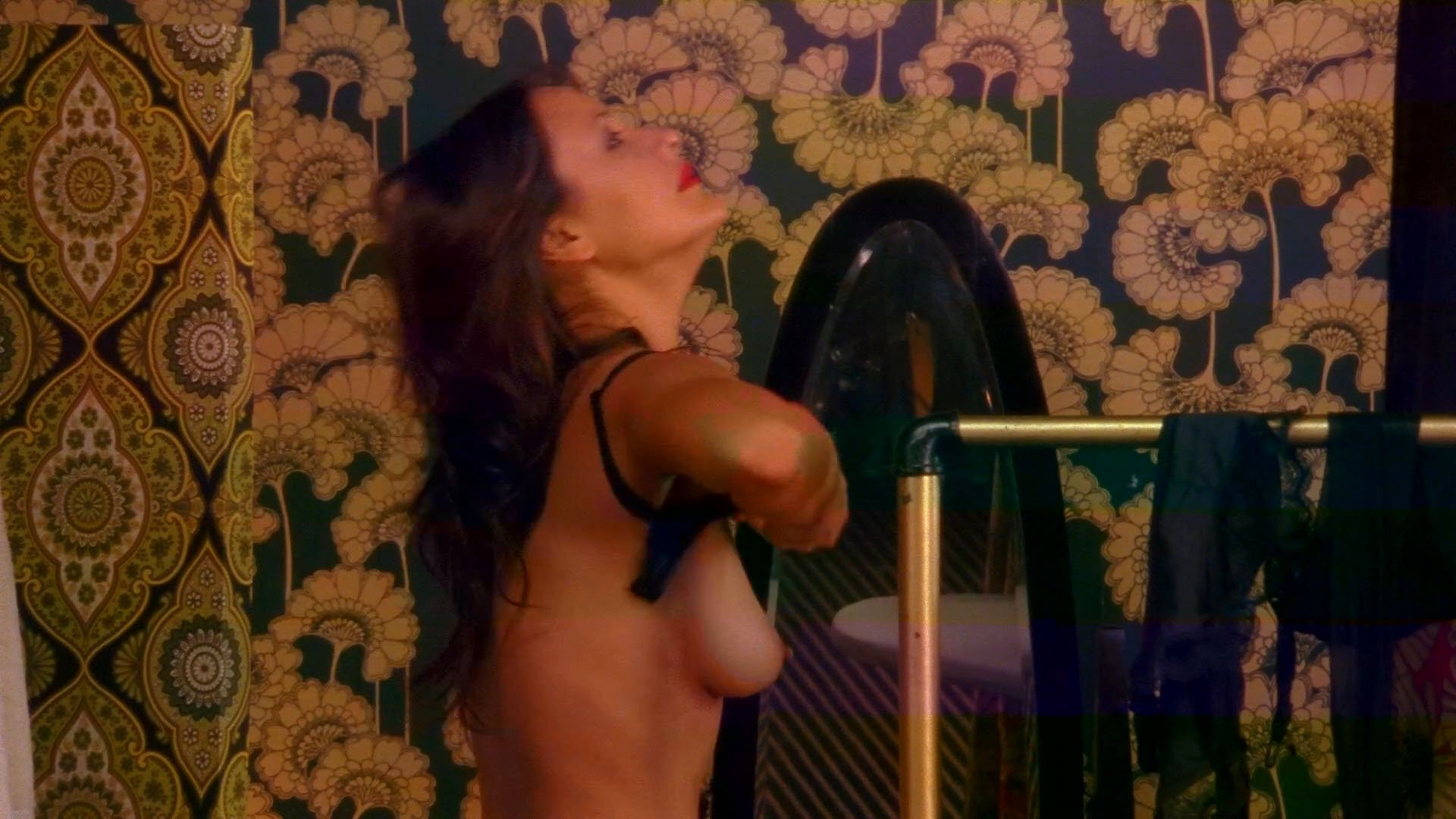 Peta Sergeant nude - Satisfaction s01 (2007)