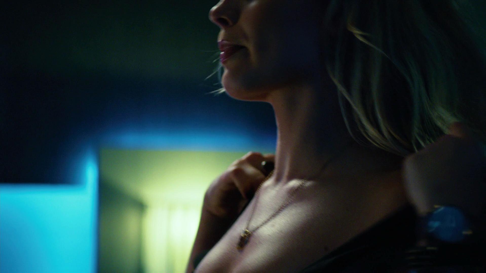 Margot Robbie nude, Daniella Short nude - Focus (2015)