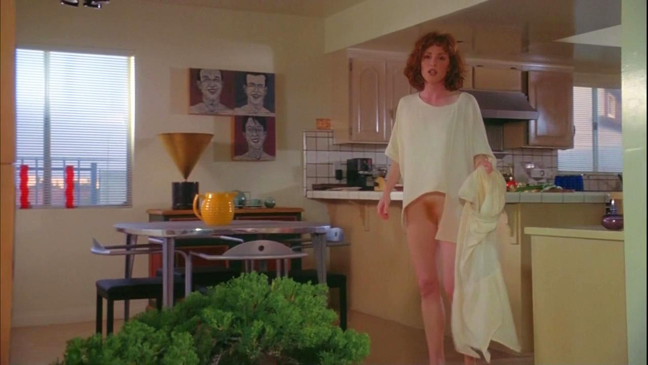 Julianne Moore nude - Short Cuts (1993)