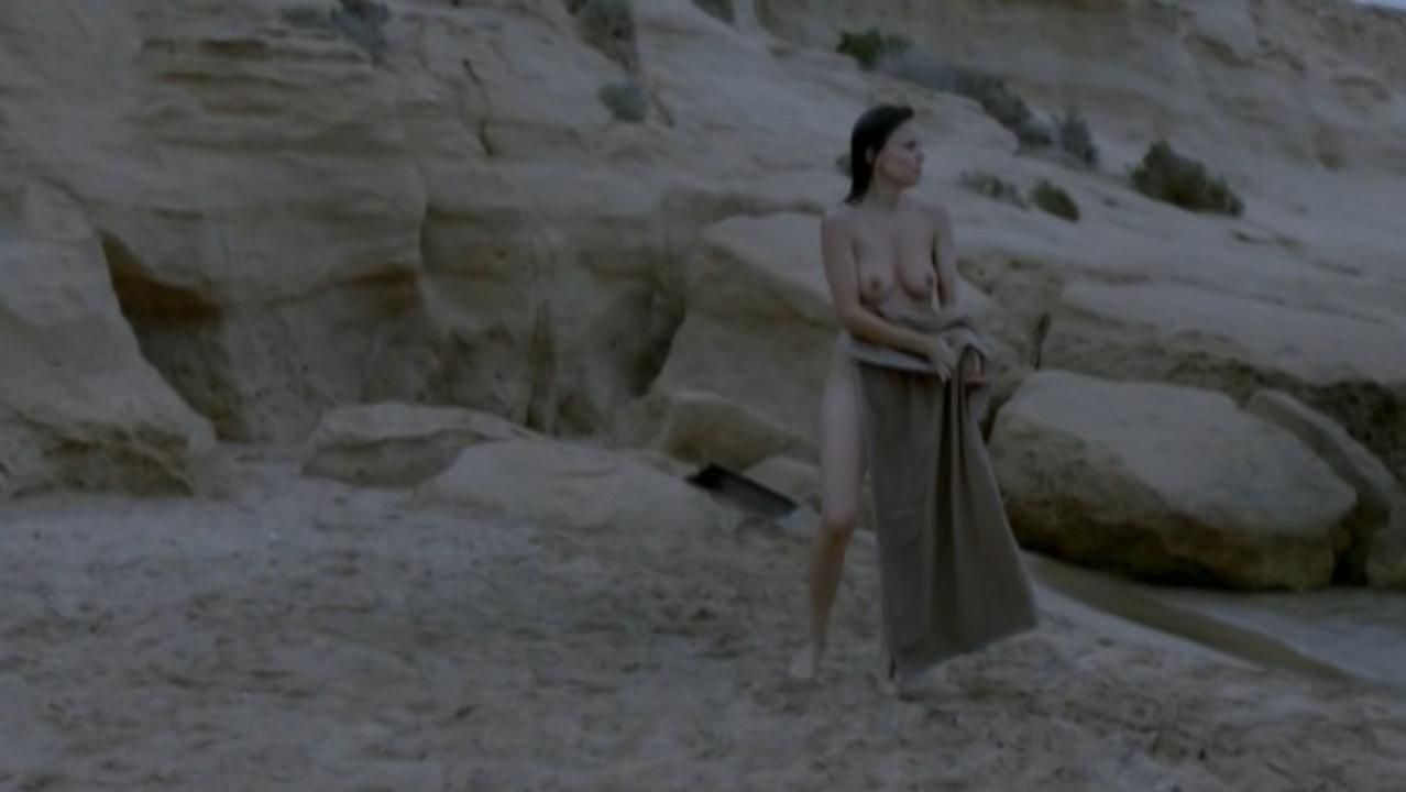 Elena Anaya nude - Lejos del mar (2015)