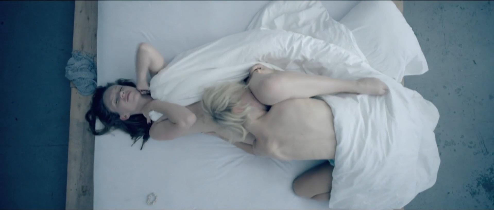 Agnieszka Zulewska nude, Matylda Paszczenko nude - Pocalunek (2012)