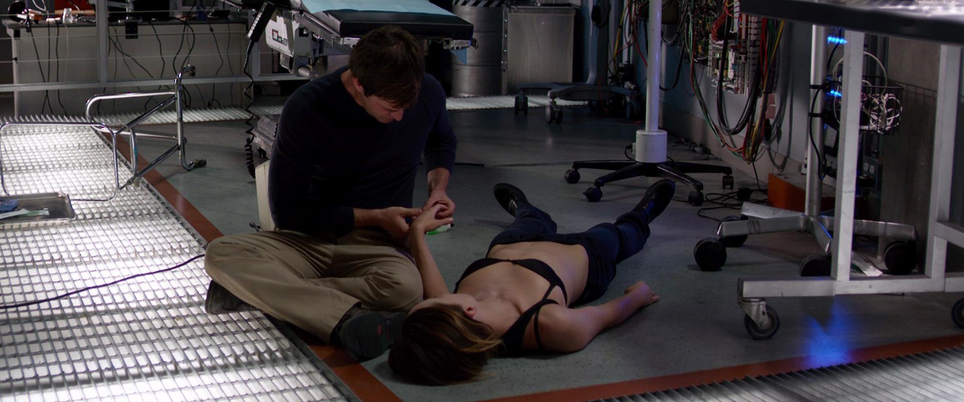 Olivia Wilde sexy - The Lazarus Effect (2015)