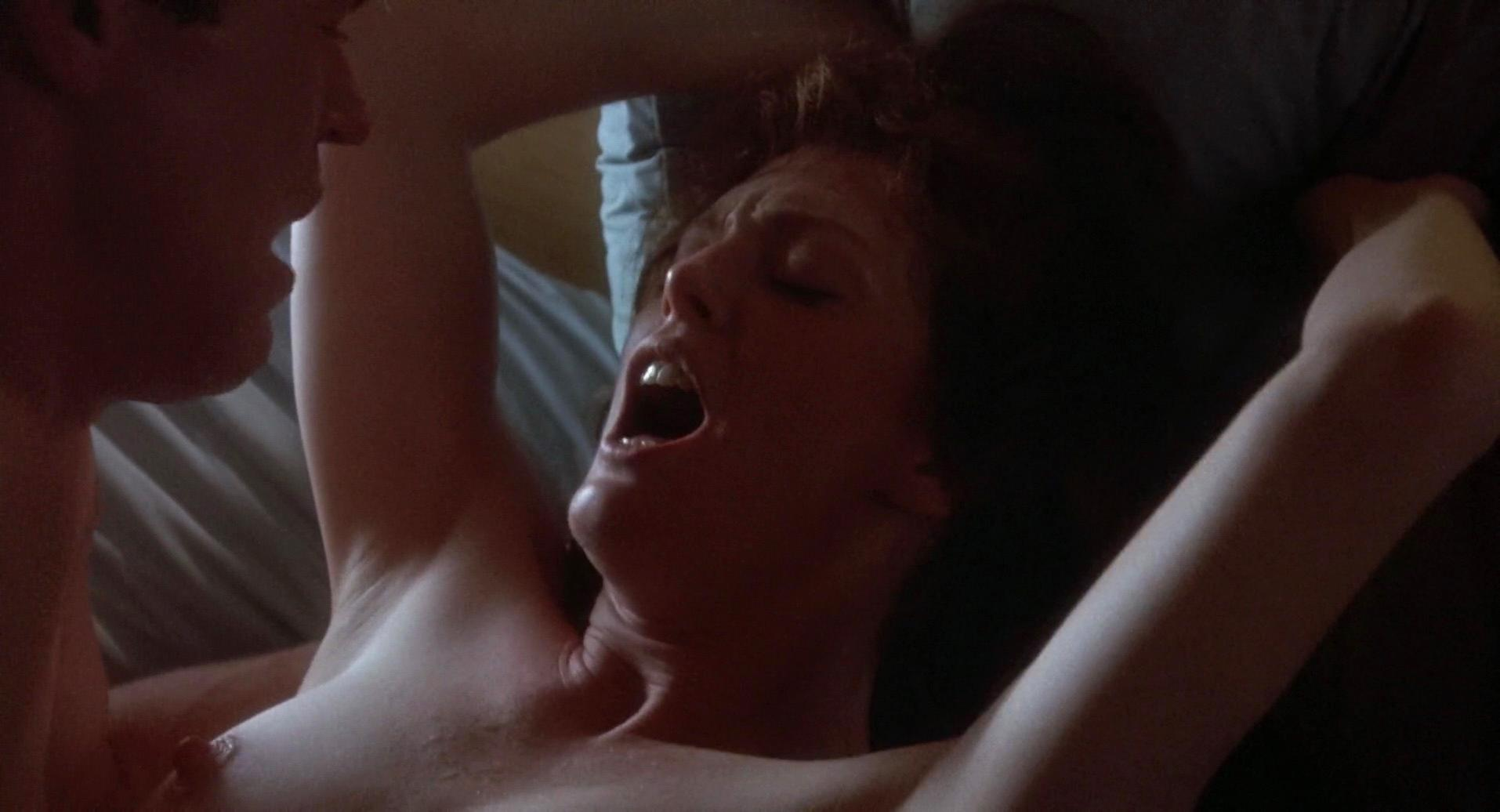 Julianne Moore nude - Body of Evidence (1993)