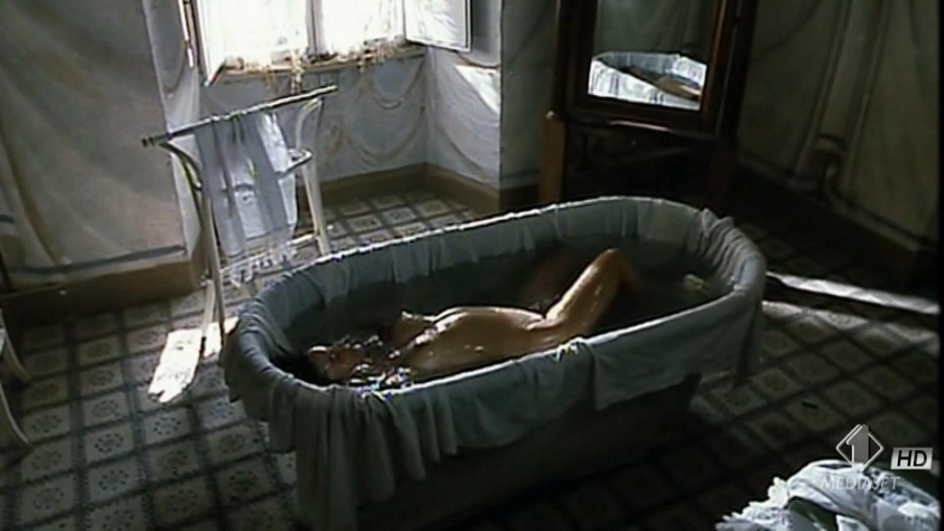 Monica Bellucci nude - Briganti (1994)
