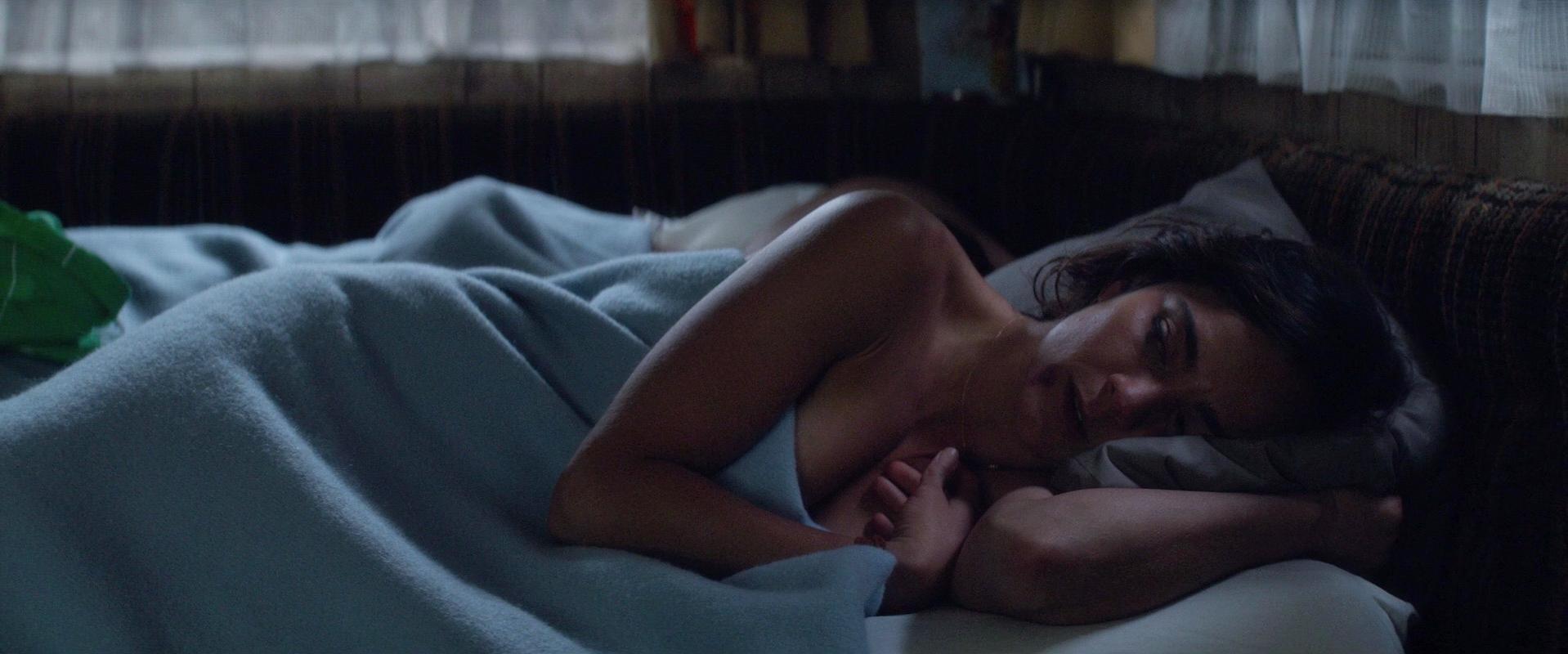 Alice underwearga nude, Teresa Palmer sexy - Kill Me Three Times (2014)