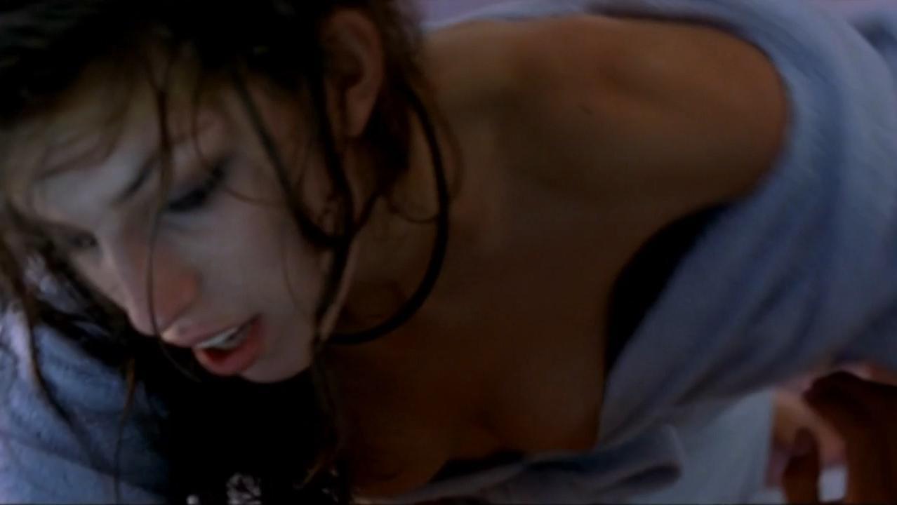 Lou Doillon nude - Embrassez qui vous voudrez (2002)
