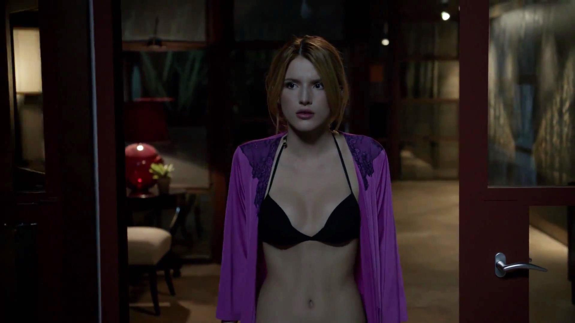 Bella Thorne sexy - Scream s01e01 (2015)