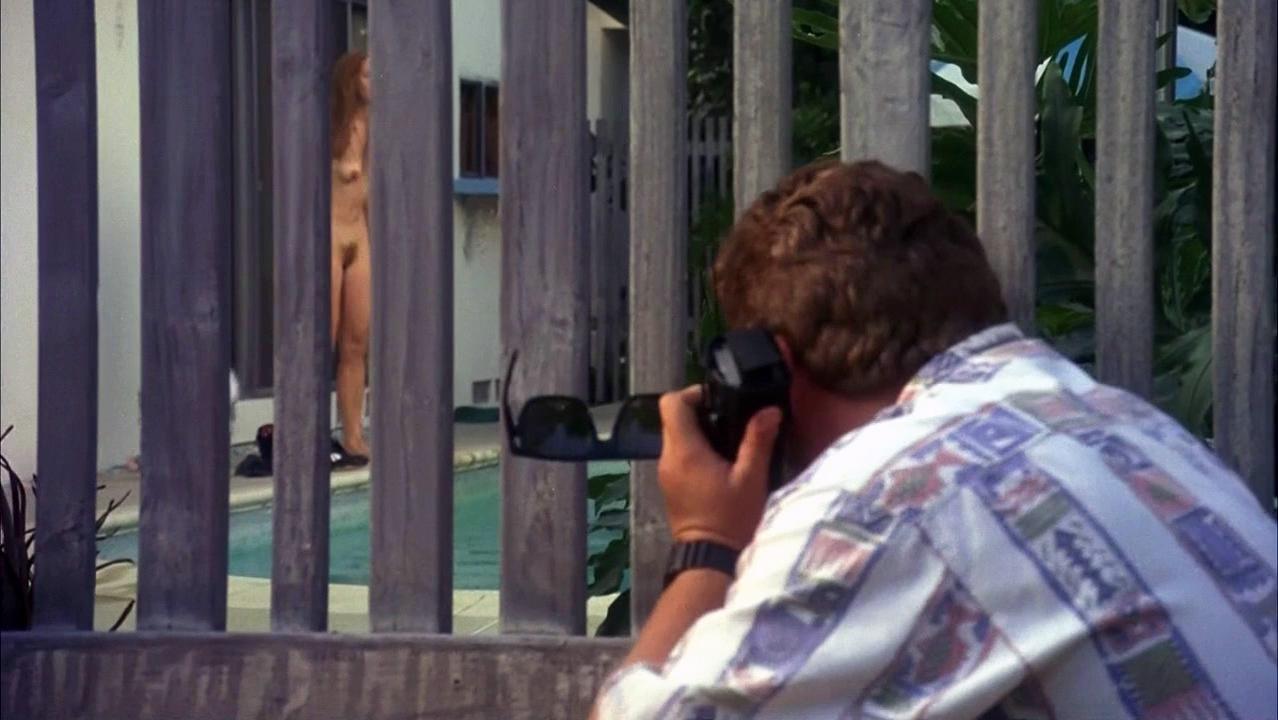 Frances McDormand nude, Lori Singer nude - Short Cuts (1993)