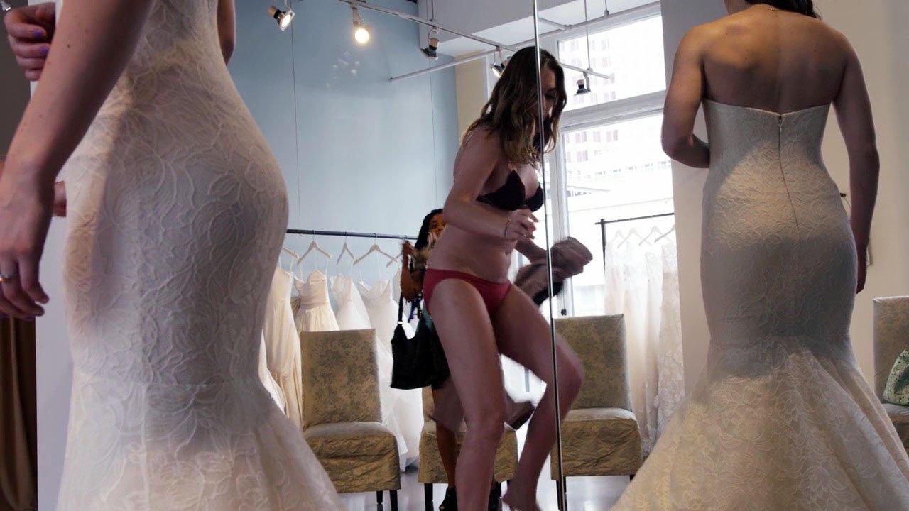 Jamie Clayton sexy - Sense8 s02e05 (2017)