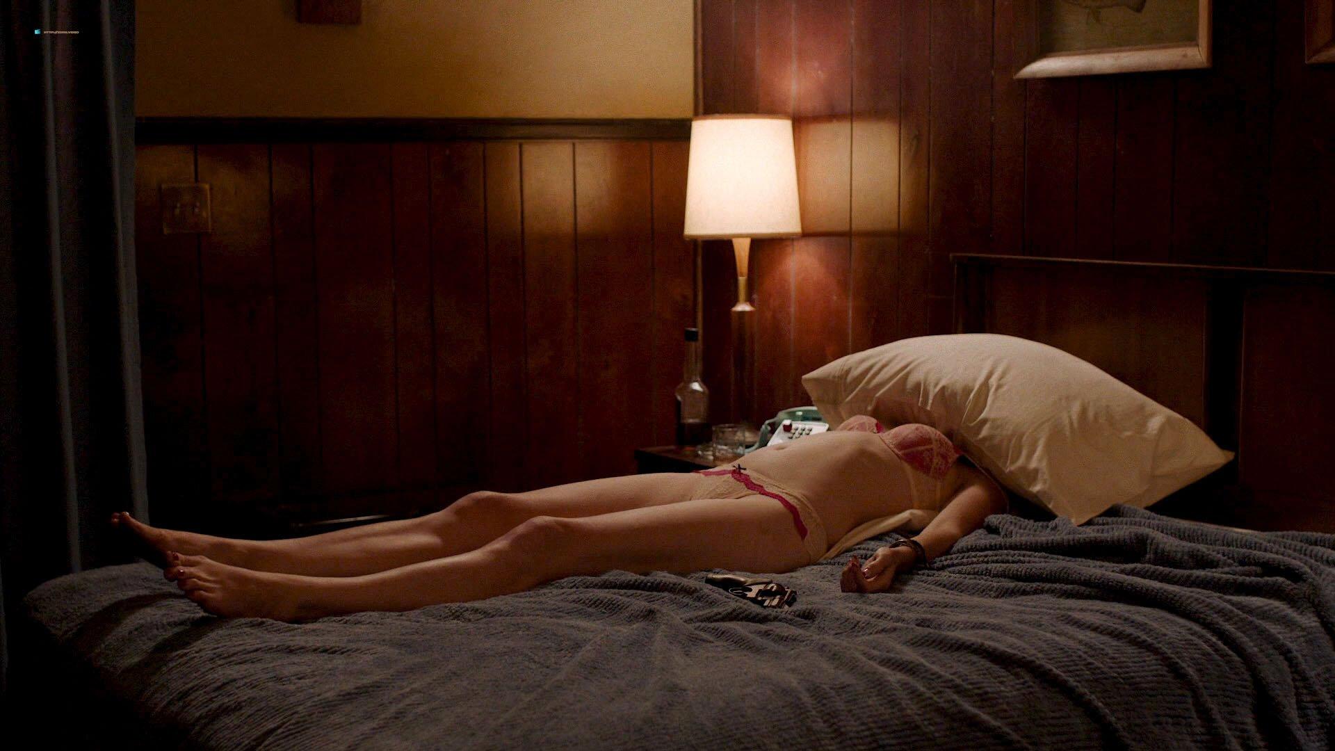 Nicole LaLiberte sexy - Twin Peaks s03e02 (2017)