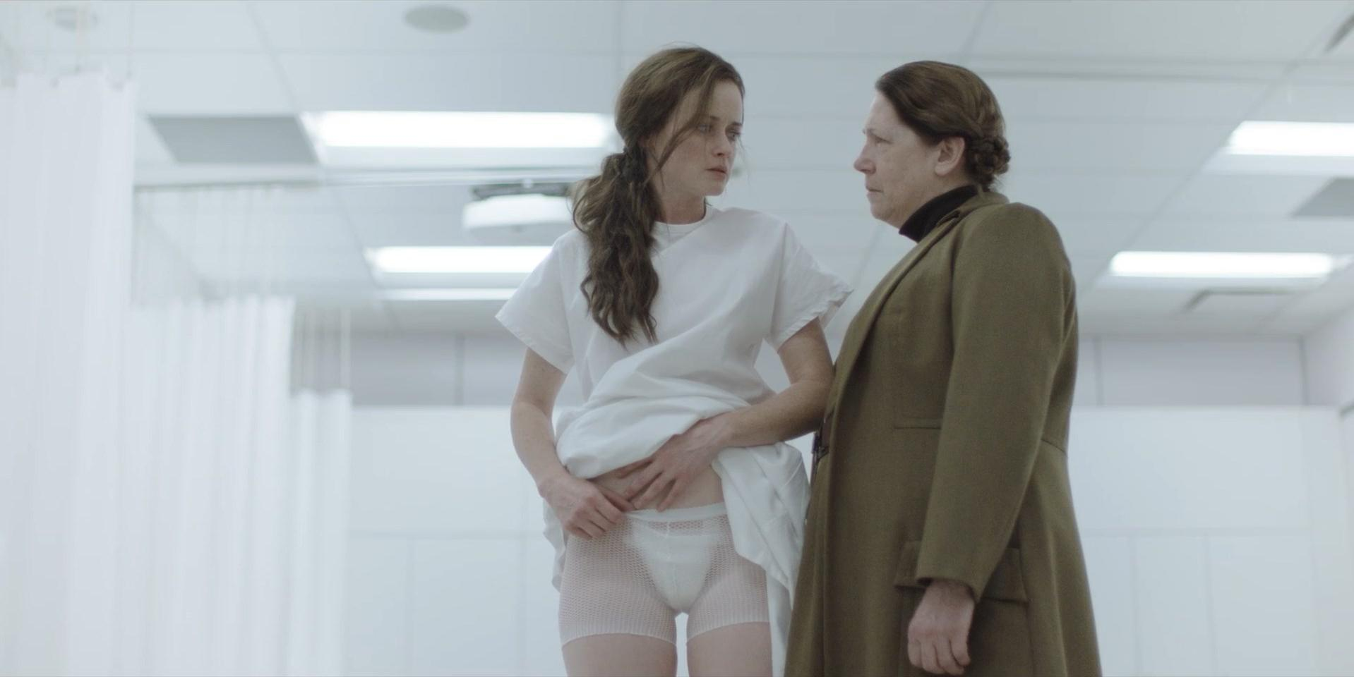 Elisabeth Moss sexy, Alexis Bledel sexy - The Handmaid's Tale s01e01-04 (2017)