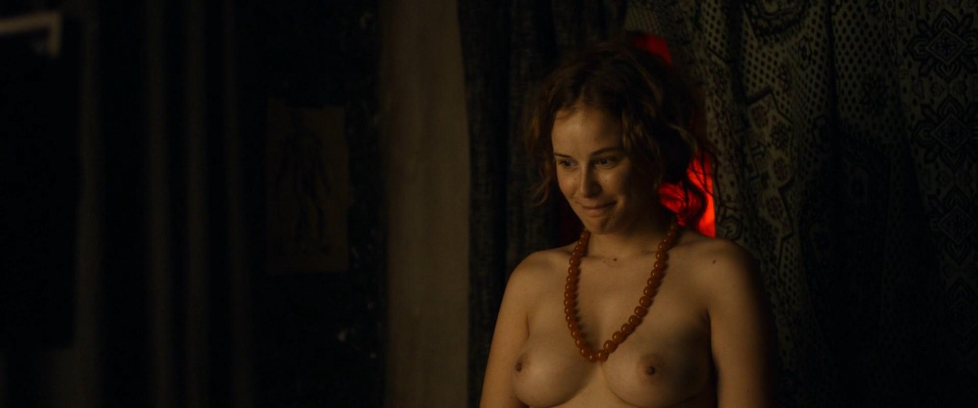 Carla Juri nude - Paula (2016)