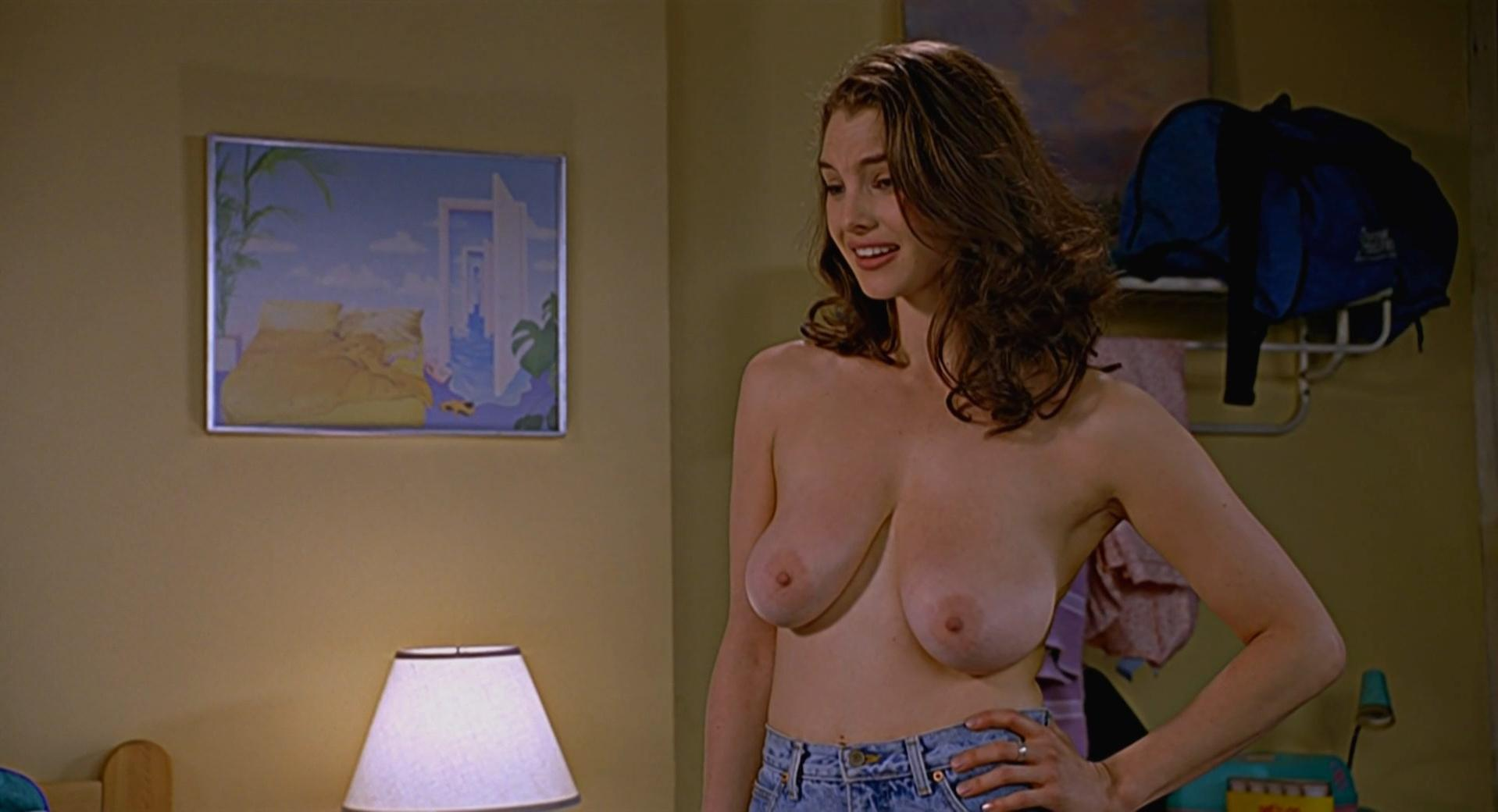 Laura Bottrell nude, Carla Gallo sexy - The 40-Year-Old Virgin (2005)