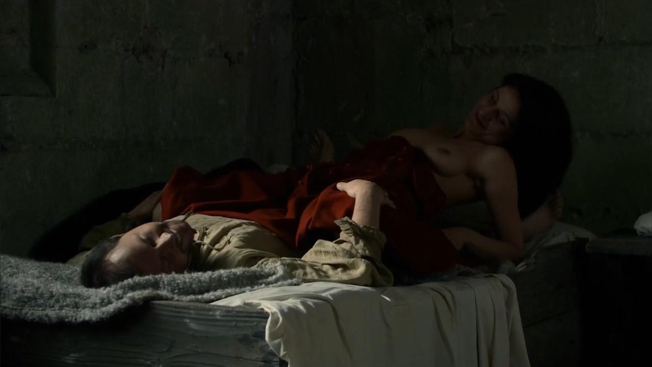 Nathalie Blanc nude - La commanderie s01e04 (2010)