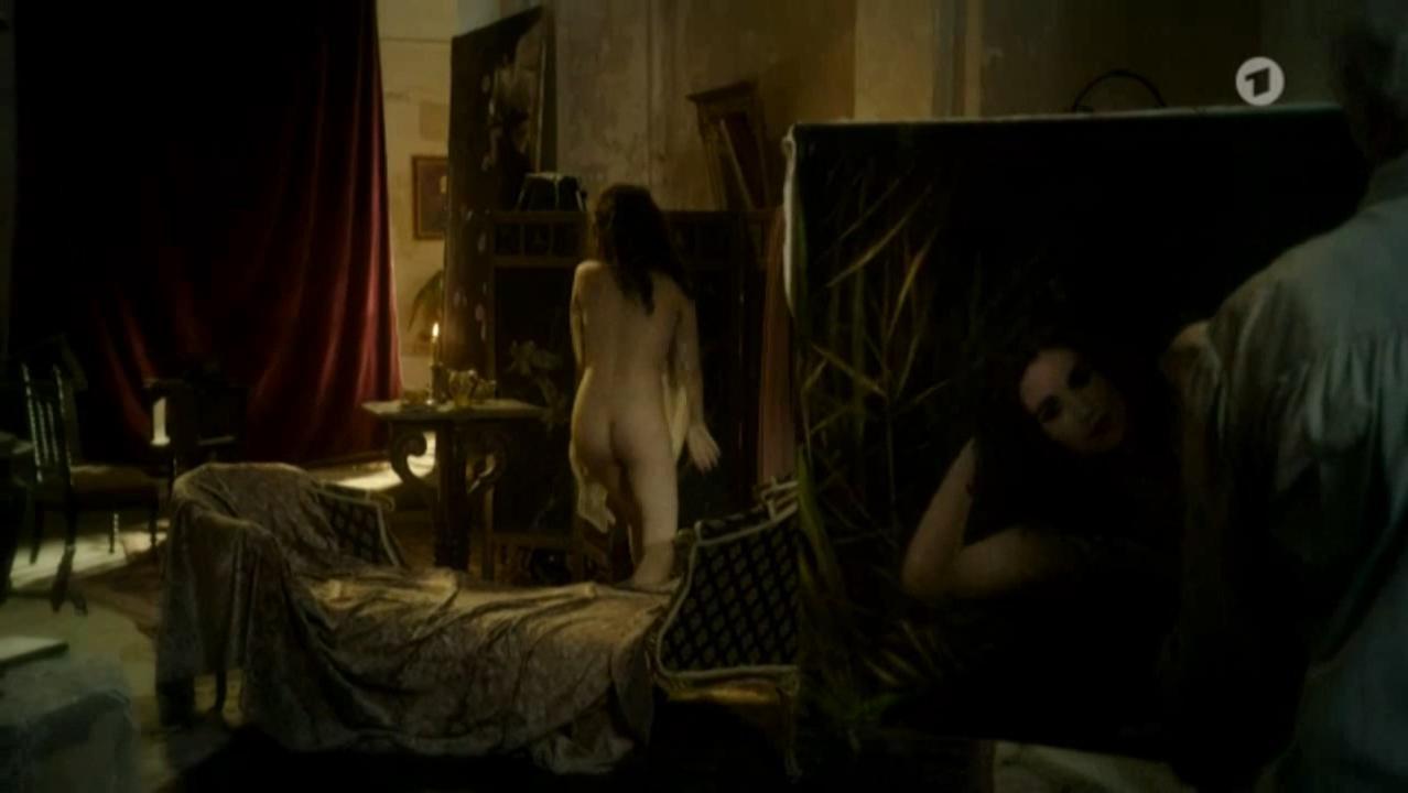 Emilia Schule nude - Charite s01e01 (2017)