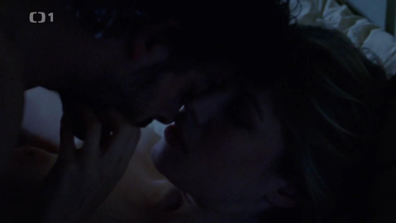 Sarah Felberbaum nude - Il giovane Montalbano s01e04 (2012)